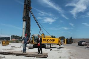 Foto  2 eerste paal nieuwbouw Binckhorst 04.06.2015